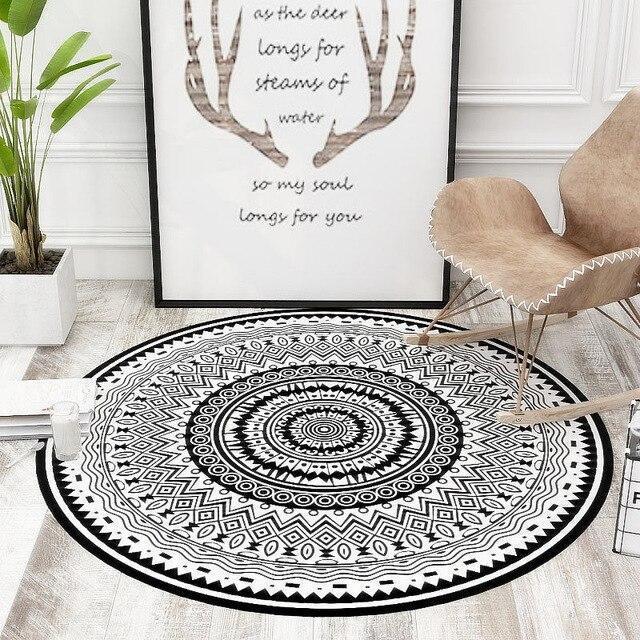Runder Teppich <br> Schwarz-Weiß-Mandala-Stil