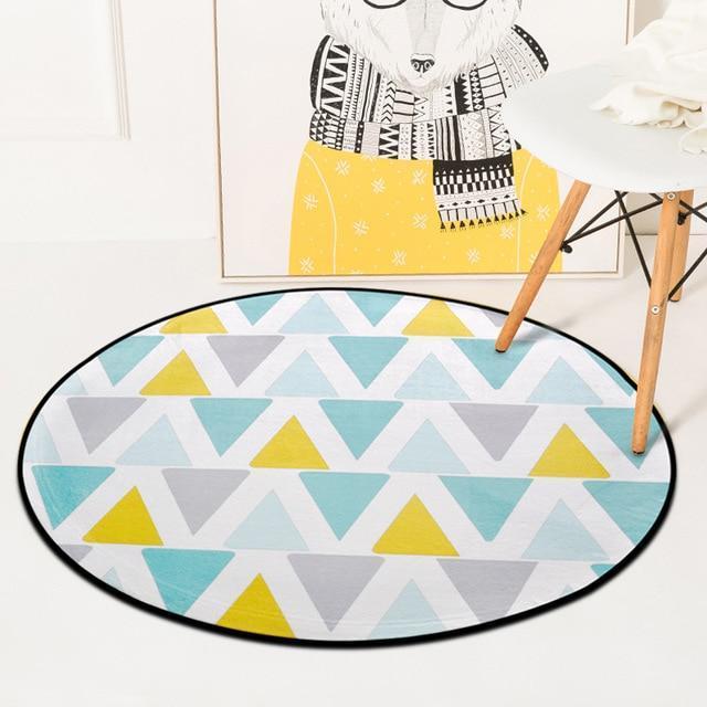 Runder Teppich <br> Weiße und gelbe Dreiecke